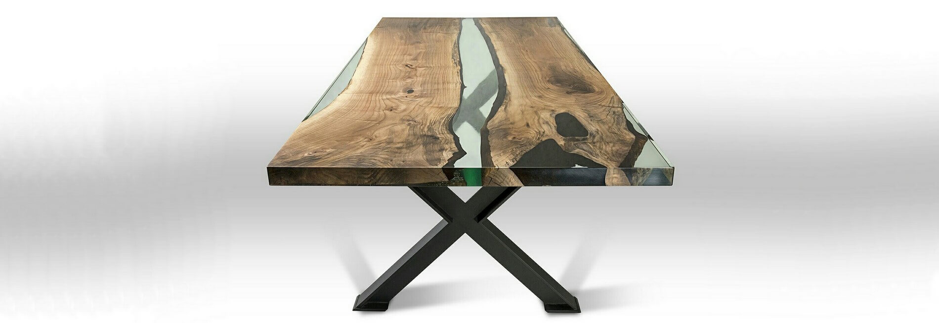 Стол река из полимера и дерева