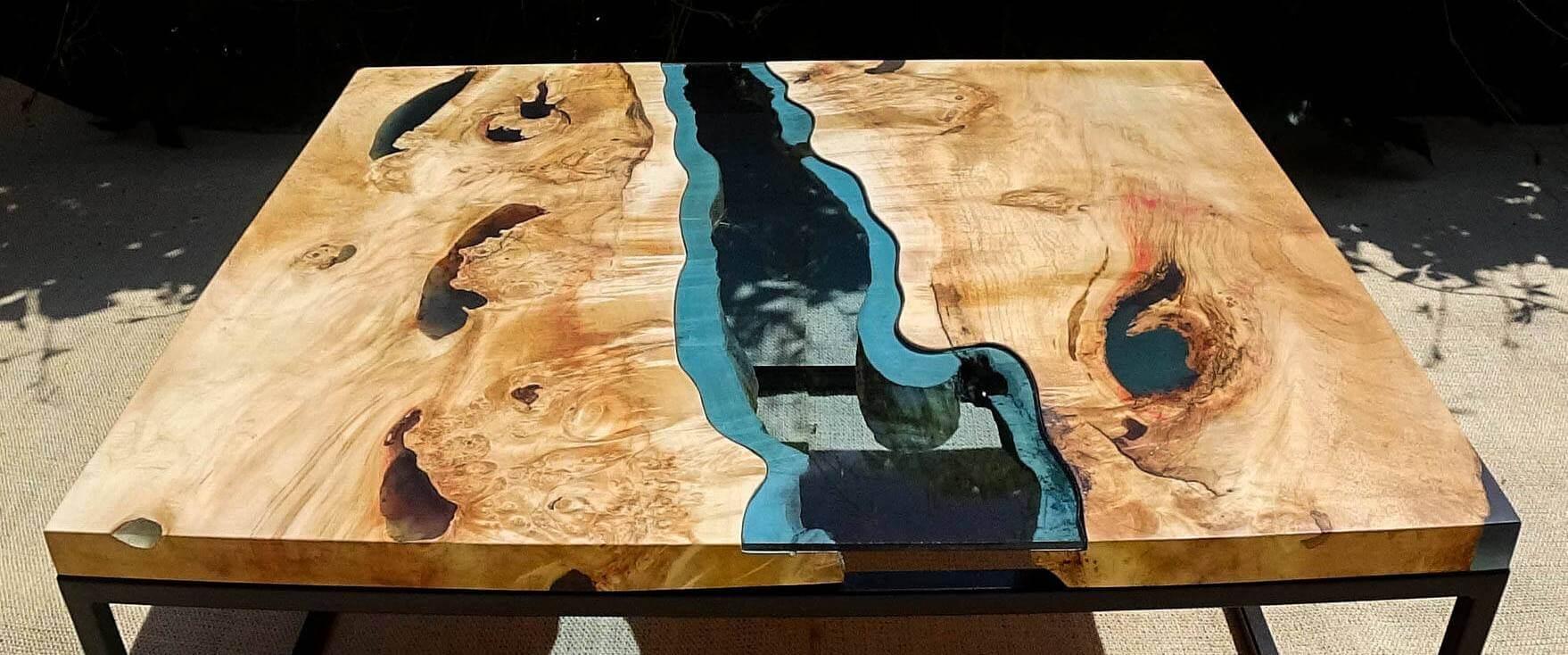 Круглый стол река со стеклом или эпоксидной смолой
