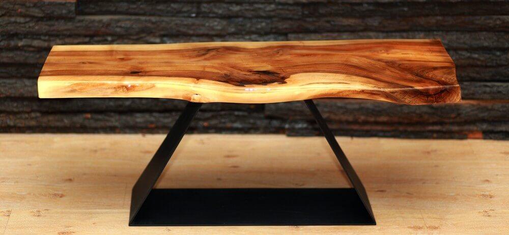 Журнальный столик с живым краем