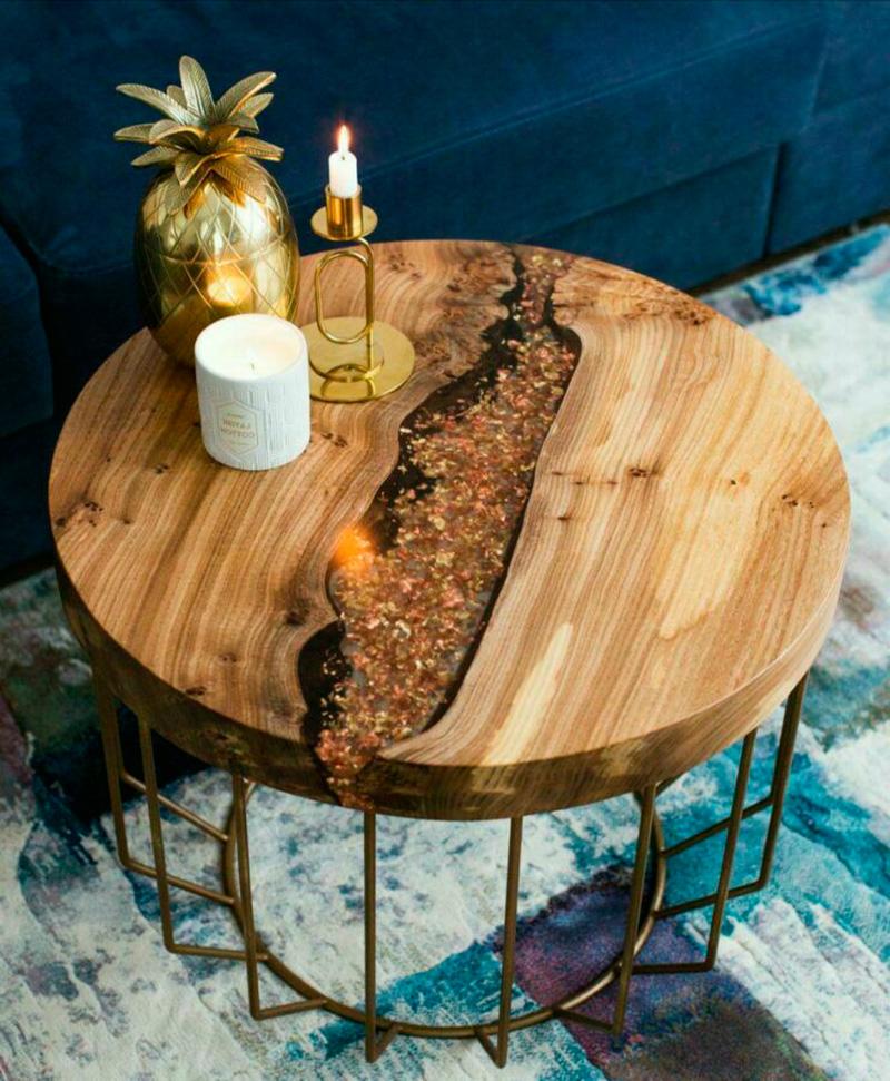 Журнальный столик из слэба и эпоксидной смолы
